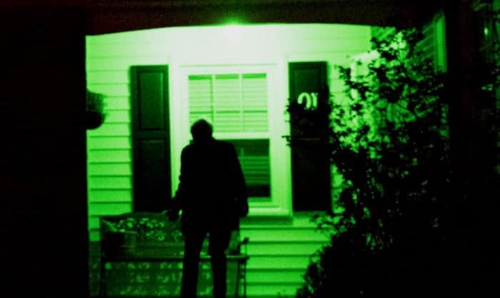 significance-of-green-porch-light